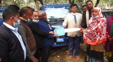 গোপালগঞ্জের মুকসুদপুরে পিকআপ বিতরন করা হয়েছে উদ্যোক্তার মাঝে