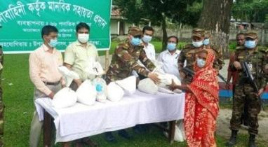 গাইবান্ধায় দুস্থদের মাঝে সহায়তা প্রদান করেছে সেনাবাহিনী