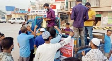 শায়েস্তাগঞ্জে ভ্রাম্যমাণ বিক্রয় কেন্দ্রে মিলছে দুধ-ডিম-মাংস