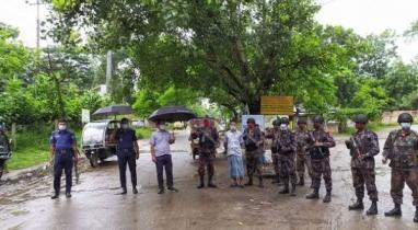 বান্দরবানে কঠোর লকডাউনে টহলে আইনশৃঙখলা বাহিনী