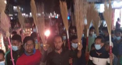 ছাগলনাইয়ায় বিএনপি কমিটির বিরুদ্ধে পদবঞ্চিতদের ঝাড়ু মিছিল