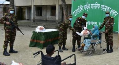 কুড়িগ্রামে হতদরিদ্রদের মানবিক সহায়তা দিয়েছে সেনাবাহিনী